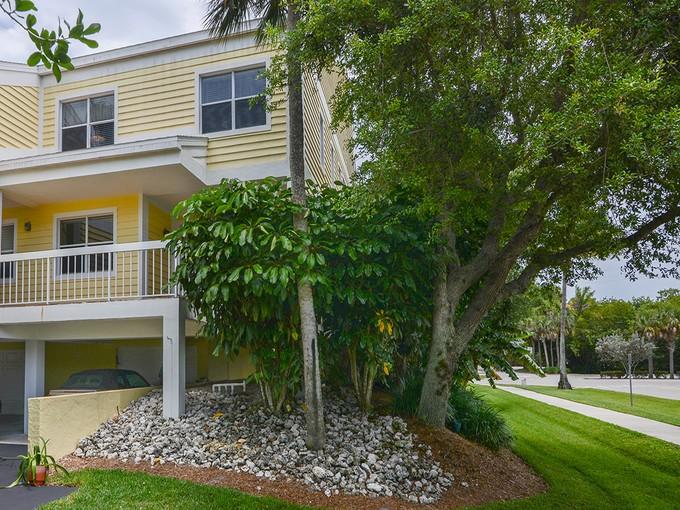 Nhà chung cư for sales at OLDE NAPLES - DORSET CLUB 1050  9th St  S 103 Naples, Florida 34102 Hoa Kỳ
