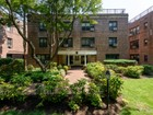 Appartement for  sales at Co-Op 2 Townhouse Cir 3 3C   Great Neck, New York 11021 États-Unis