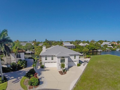 Maison unifamiliale for sales at ANNA MARIA 510  Kumquat Dr Anna Maria, Florida 34216 United States