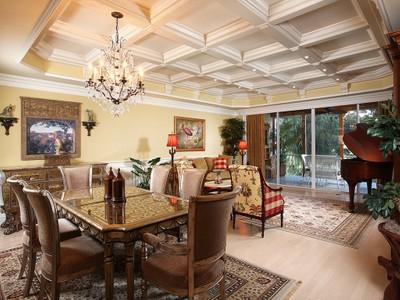 Nhà chung cư for sales at PELICAN BAY - CRESCENT 8430  Abbington Cir C-15 Naples, Florida 34108 Hoa Kỳ