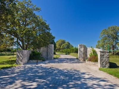 农场 / 牧场 / 种植园 for sales at Extraordinary Property with Scenic Views and Lake 4703 Ranger Crk Boerne, 得克萨斯州 78006 美国