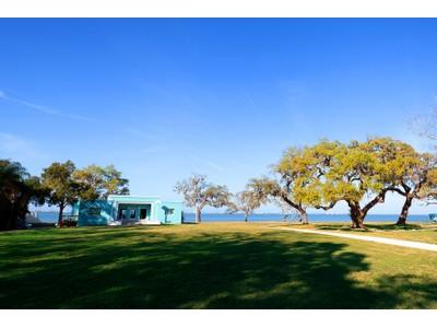 独户住宅 for sales at SARASOTA BAY PARK 916  Indian Beach Dr  Sarasota, 佛罗里达州 34234 美国