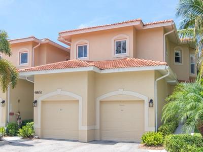 共管式独立产权公寓 for sales at NAPLES - WINDSTAR 4800  Yacht Harbor Dr 823 Naples, 佛罗里达州 34112 美国