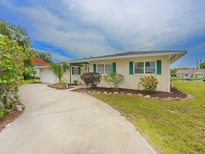 Maison unifamiliale for sales at LYONS BAY 132  Bayview Dr  Nokomis, Florida 34275 États-Unis