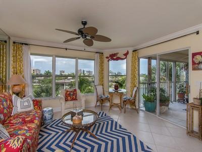 Condomínio for sales at MARCO ISLAND - ISLANDER COVE 900  Collier Ct 303 Marco Island, Florida 34145 Estados Unidos