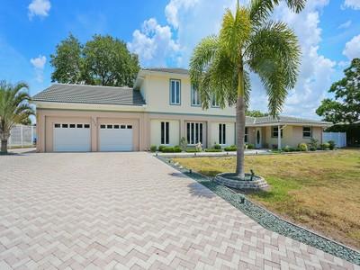 Maison unifamiliale for sales at SORRENTO SHORES 306  Sorrento Dr Osprey, Florida 34229 États-Unis