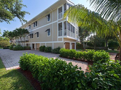 Кооперативная квартира for sales at OLD NAPLES 1075  5th St  S Naples, Флорида 34102 Соединенные Штаты