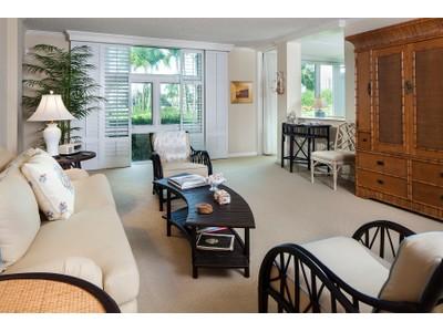 Copropriété for sales at PARK SHORE - COLONY GARDENS 400  Park Shore Dr 103 Naples, Florida 34103 États-Unis