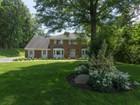 一戸建て for  sales at Colonial 38 Whitney Cir Glen Cove, ニューヨーク 11542 アメリカ合衆国