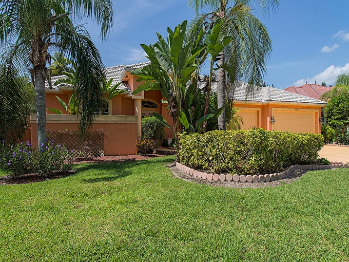 Tek Ailelik Ev for sales at WILSHIRE LAKES 9901  Clear Lake Cir  Naples, Florida 34109 Amerika Birleşik Devletleri