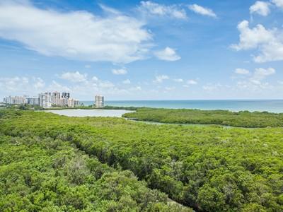 Appartement en copropriété for sales at PELICAN BAY - GROSVENOR 6001  Pelican Bay Blvd 1101 Naples, Florida 34108 États-Unis