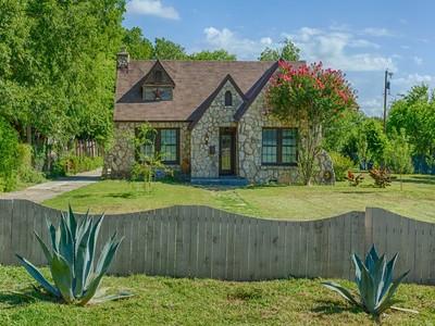Casa Unifamiliar for sales at Tudor Home in Greenlawn Estates 227 Greenlawn Dr  San Antonio, Texas 78201 Estados Unidos