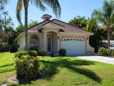Vivienda unifamiliar for sales at BAD AXE 1024  Michigan Ave Naples, Florida 34103 Estados Unidos