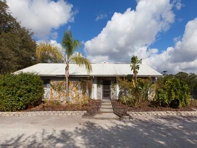 Частный односемейный дом for sales at 6541 Myakka Valley Trl , Sarasota, FL 34241 6541  Myakka Valley Trl Sarasota, Флорида 34241 Соединенные Штаты