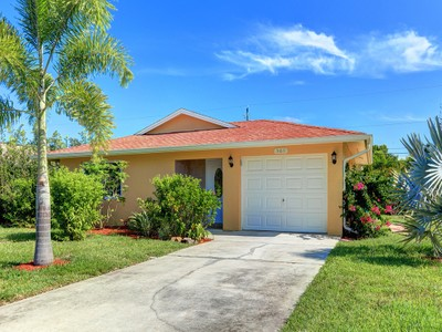 Einfamilienhaus for sales at NAPLES - NAPLES PARK 565  92nd Ave  N Naples, Florida 34108 Vereinigte Staaten