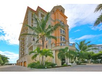 콘도미니엄 for sales at GRANDE RIVIERA 420  Golden Gate Pt 700PH   Sarasota, 플로리다 34236 미국