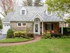 獨棟家庭住宅 for sales at Colonial 93 Gaynor Ave Manhasset, 紐約州 11030 美國