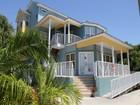 独户住宅 for  sales at INDIAN ROCKS BEACH 2211  Gulf Blvd Indian Rocks Beach, 佛罗里达州 33785 美国