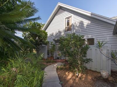 Nhà phố for sales at BENT PINE VILLAS 1283  Solana Rd D-5 Naples, Florida 34103 Hoa Kỳ