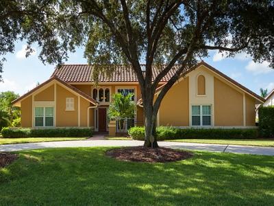 Villa for sales at PELICAN BAY 813  Bentwood Dr Naples, Florida 34108 Stati Uniti