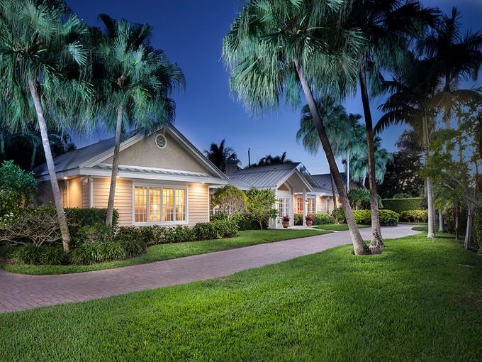 Casa para uma família for sales at OLD NAPLES - RIDGEVIEW LAKES 690  Bougainvillea Rd Naples, Florida 34102 Estados Unidos