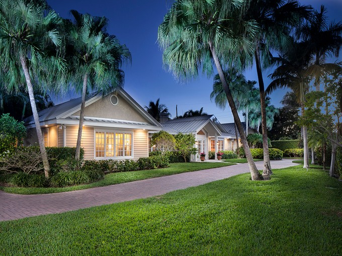 Villa for sales at OLD NAPLES - RIDGEVIEW LAKES 690  Bougainvillea Rd Naples, Florida 34102 Stati Uniti