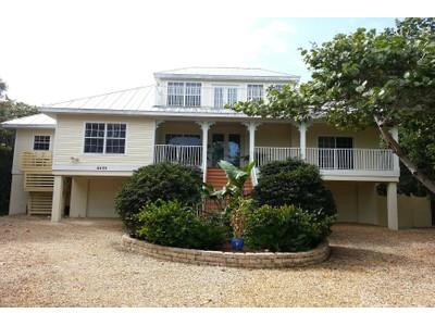 Maison unifamiliale for sales at Sanibel 6433  Pine Ave  Sanibel, Florida 33957 États-Unis