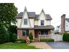 Maison unifamiliale for  sales at Colonial 343 Plainfield St  Westbury, New York 11590 États-Unis