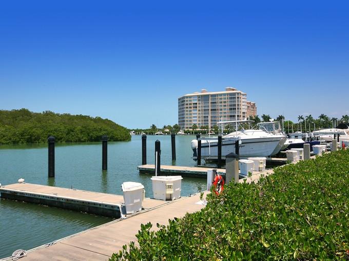 Разнобразная частная недвижимость for sales at MARINA BAY CLUB OF NAPLES - ISLAND MARINA 13105  Vanderbilt Dr Naples, Флорида 34110 Соединенные Штаты