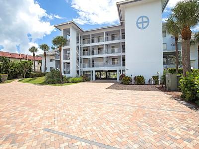 Condomínio for sales at MARCO ISLAND - PELICAN PERCH 919  Huron Ct 302 Marco Island, Florida 34145 Estados Unidos