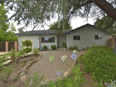 Vivienda unifamiliar for sales at 395 S Crane Ave, St. Helena, CA 94574  St. Helena, California 94574 Estados Unidos
