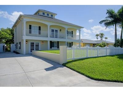 Nhà ở một gia đình for sales at ISLES OF CAPRI - TRINIDAD STREET 107  Trinidad St Naples, Florida 34113 Hoa Kỳ