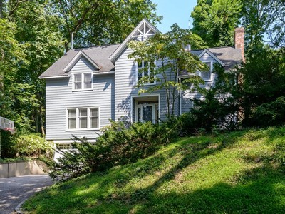 Casa para uma família for sales at Colonial 18 Fairview Ave Roslyn, Nova York 11576 Estados Unidos
