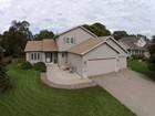 Einfamilienhaus for sales at 16644 Windsor Lane SE   Prior Lake, Minnesota 55372 Vereinigte Staaten