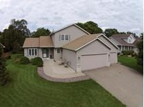 Nhà ở một gia đình for sales at 16644 Windsor Lane SE    Prior Lake, Minnesota 55372 Hoa Kỳ