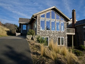 Single Family Home for Sales at Chapman Point Home 723 Oak St Cannon Beach, Oregon 97110 United States