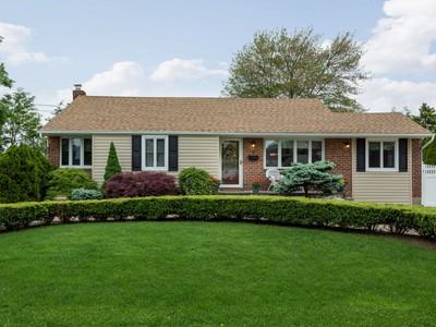 Casa Unifamiliar for sales at Ranch 4 Ellsworth Pl East Northport, Nueva York 11731 Estados Unidos