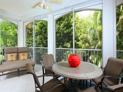 Condominio for sales at PELICAN BAY - POINTE 545  Via Veneto 201 Naples, Florida 34108 Estados Unidos