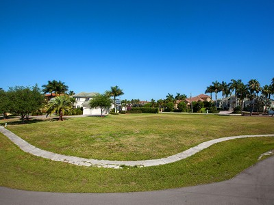 Terreno for sales at MARCO ISLAND - BARFIELD CT 1598  Barfield Ct Marco Island, Florida 34145 Stati Uniti