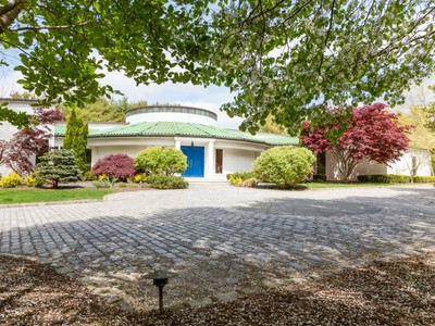 Einfamilienhaus for sales at Mediterranean 9 Trusdale Dr Old Westbury, New York 11568 Vereinigte Staaten