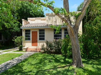 Einfamilienhaus for sales at FLOYD AND CAMERON 1831  Prospect St Sarasota, Florida 34239 Vereinigte Staaten