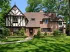 独户住宅 for sales at Tudor 369 Ryder Rd Manhasset, 纽约州 11030 美国