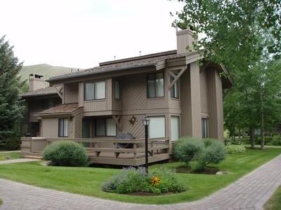联栋屋 for sales at Location Near Sun Valley Village 1252 Villager Condo  Sun Valley, 爱达荷州 83353 美国