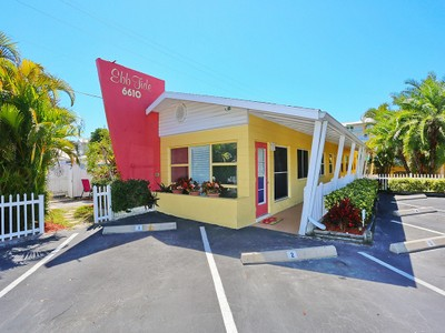共管式独立产权公寓 for sales at EBBTIDE 6610  Midnight Pass Rd 1  Sarasota, 佛罗里达州 34242 美国
