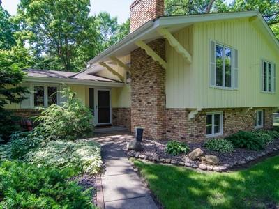 Nhà ở một gia đình for sales at 312 Griffit St , Edina, MN 55343 312  Griffit St Edina, Minnesota 55343 Hoa Kỳ