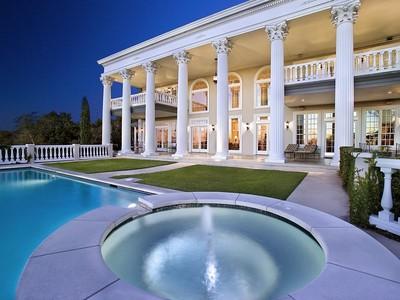 農場/牧場 / プランテーション for sales at Majestic Neo-Classic Home in Barton Creek 203 Canyon Rim Dr  Austin, テキサス 78746 アメリカ合衆国