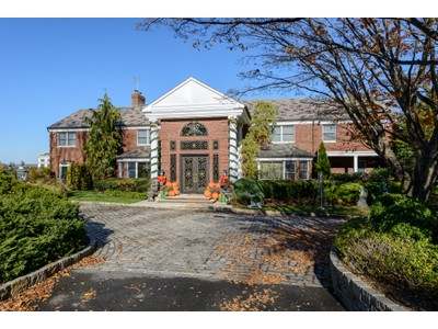Casa Unifamiliar for sales at Colonial 63 Cornwells Beach Rd Sands Point, Nueva York 11050 Estados Unidos