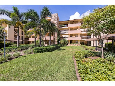 Nhà chung cư for sales at WYNDEMERE - COMMONS 200  Wyndemere Way 204B  Naples, Florida 34105 Hoa Kỳ