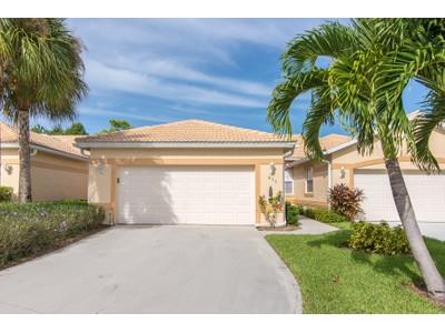 Casa Unifamiliar for sales at GLEN EAGLE -- MONTCLAIR PARK VILLAS 877  Marblehead Dr Naples, Florida 34104 Estados Unidos