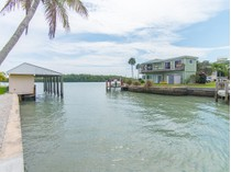Copropriété for sales at MARCO ISLAND - GOODLAND 109  East Ct   Goodland, Florida 34140 États-Unis